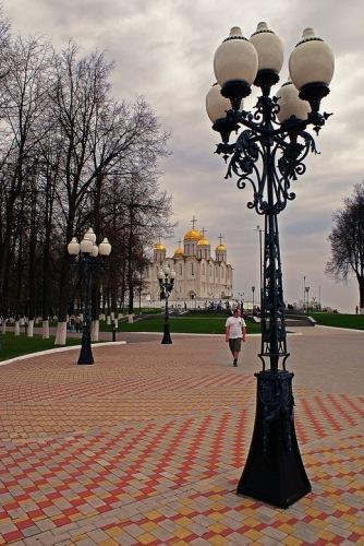 Владимир: площадь перед Успенским собором.