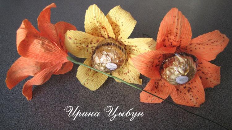 Цветок лилия из гофрированной бумаги своими руками